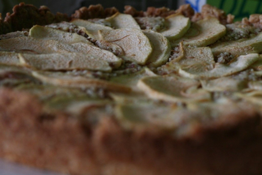 Apple and almonds tart